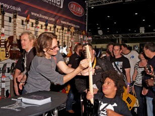 Steve Vai signing for Fans